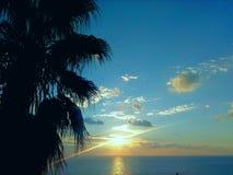 Puesta del sol del placer en la playa Foto de archivo