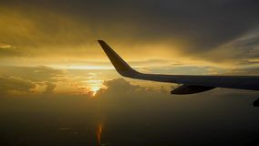 Puesta del sol plana del cielo del ala almacen de video
