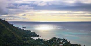 Puesta del sol polinesia - Moorea fotografía de archivo libre de regalías