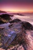 Puesta del sol por el océano Fotos de archivo libres de regalías