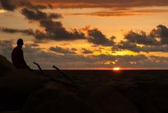 Puesta del sol por el océano Fotos de archivo