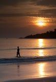 Puesta del sol por la orilla Fotografía de archivo