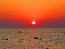 Puesta del sol potente de la playa Foto de archivo libre de regalías