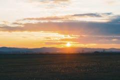 Puesta del sol preciosa del color Foto de archivo