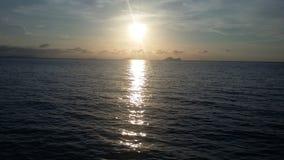 Puesta del sol preciosa de la tarde a ver fotos de archivo