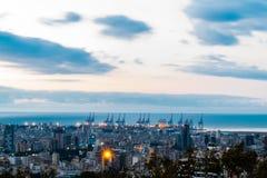 Puesta del sol del puerto de Beirut con un modelo agradable de la nube imagen de archivo