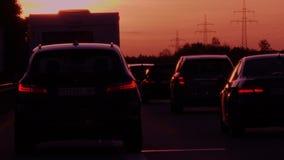 Puesta del sol que conduce el POV en la carretera alemana del autobahn almacen de metraje de vídeo