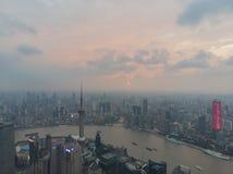 Puesta del sol que pasa por alto Shangai fotos de archivo libres de regalías