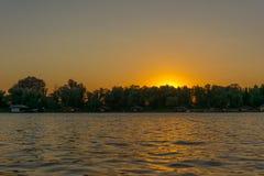 Puesta del sol del río del verano Foto de archivo libre de regalías