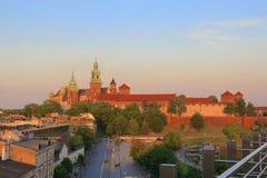 Puesta del sol real del castillo de Kraków Wawel Foto de archivo libre de regalías