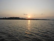 Puesta del sol, remanso en Puducherry, una pequeña ciudad reservada en la costa meridional de la India Imagenes de archivo