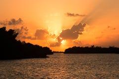 Puesta del sol Ria Lagartos imagenes de archivo