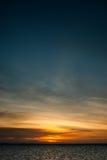 Puesta del sol ridícula, intensa, colorida en las islas de Gigantes Foto de archivo libre de regalías