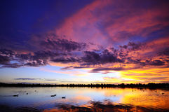 Puesta del sol rocosa del lago Imágenes de archivo libres de regalías
