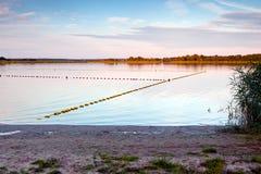 Puesta del sol rocosa del lago Foto de archivo