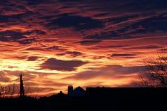 Puesta del sol roja brillante espectacular Fotos de archivo libres de regalías