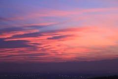 Puesta del sol roja con el horizonte de Monviso Fotografía de archivo