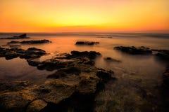 Puesta del sol roja en el mar Fotos de archivo libres de regalías