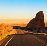 Puesta del sol roja sobre el camino, Nevada meridional Fotos de archivo libres de regalías
