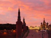 Puesta del sol roja sobre el Kremlin Foto de archivo