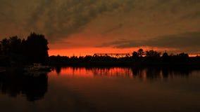 Puesta del sol roja y río Imagen de archivo libre de regalías