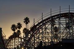 Puesta del sol del roller coaster en Santa Cruz - California fotos de archivo libres de regalías