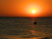 Puesta del sol romántica foto de archivo