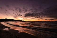 Puesta del sol romántica del invierno en un día cubierto Imagen de archivo libre de regalías