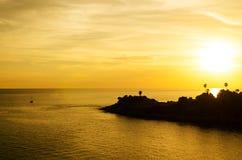 Puesta del sol romántica en el punto de opinión de Laem Phromthep, Phuket Tailandia Imagen de archivo libre de regalías