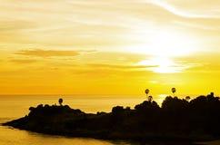 Puesta del sol romántica en el punto de opinión de Laem Phromthep, Phuket Tailandia Fotos de archivo libres de regalías