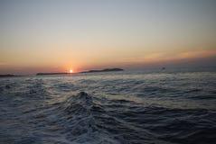 Puesta del sol romántica en Ibiza imagen de archivo libre de regalías