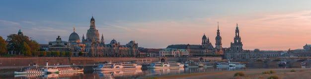 Puesta del sol rosada asombrosa en Dresden Imágenes de archivo libres de regalías