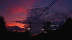 Puesta del sol rosada en el lado del país metrajes