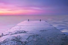 Puesta del sol rosada hermosa en el mar Imagen de archivo libre de regalías