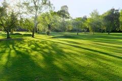 Puesta del sol/salida del sol en un campo de golf británico Fotos de archivo libres de regalías