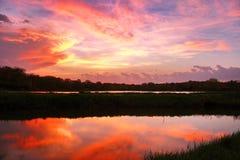 Puesta del sol sangrienta después de la tormenta de la primavera Fotografía de archivo libre de regalías