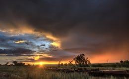 Puesta del sol Saskatchewan Canadá de la pradera Imagen de archivo libre de regalías