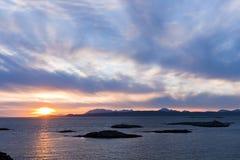 Puesta del sol, Skye, punta de Sleat, nubes de cirro Imágenes de archivo libres de regalías