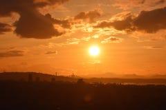 Puesta del sol sobre adelante los puentes del camino y del carril Imagen de archivo libre de regalías