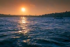 Puesta del sol sobre Bósforo Fotografía de archivo libre de regalías