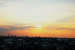 Puesta del sol sobre Bangkok Imágenes de archivo libres de regalías