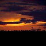 Puesta del sol sobre bosque Foto de archivo