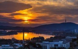 Puesta del sol sobre Canberra foto de archivo