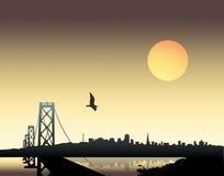 Puesta del sol sobre ciudad Fotos de archivo libres de regalías