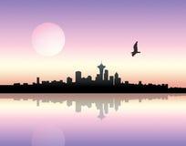 Puesta del sol sobre ciudad Imágenes de archivo libres de regalías