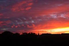 Puesta del sol sobre ciudad Fotografía de archivo
