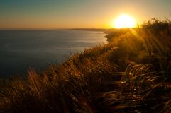 Puesta del sol sobre costa en Bulgary Imagen de archivo libre de regalías
