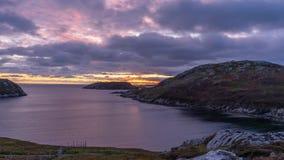 Puesta del sol sobre costa escocesa fotografía de archivo libre de regalías