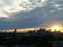 Puesta del sol sobre Den Hague, los Países Bajos foto de archivo