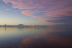 Puesta del sol sobre el agua Imagen de archivo